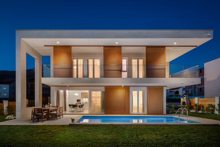 Villa Nia with heated pool ,100 m from the sea