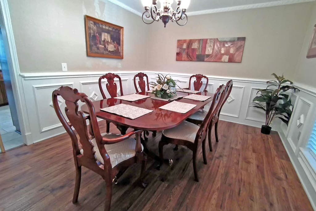 Spacious Dinning Room, Extendable Dining Table Seats Up to 12 People