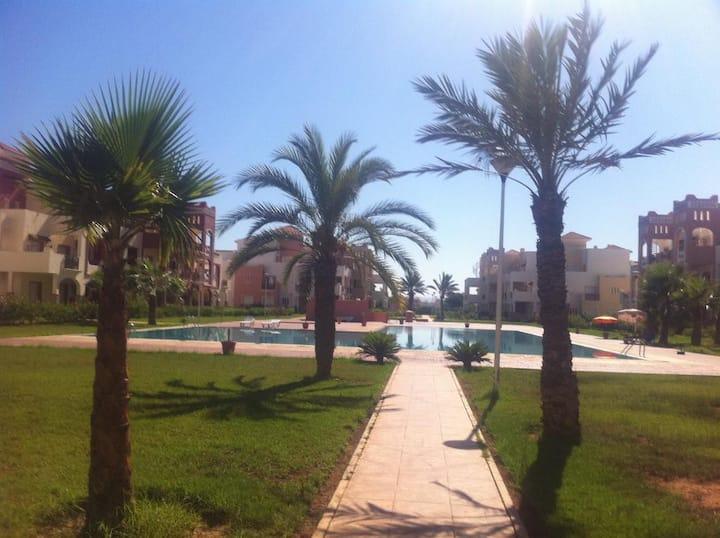 Bel Appartement, jardin, piscine et plage