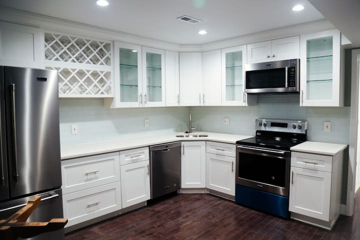 2 BR/2 BA BRAND NEW Best of Philly Italian Market