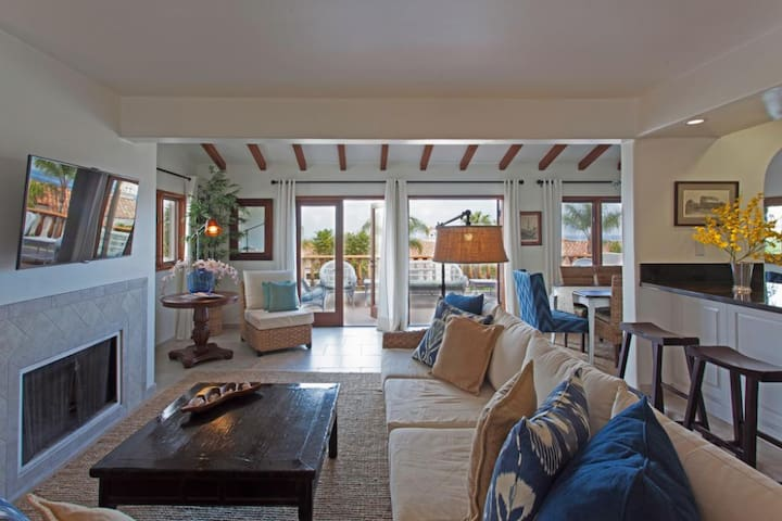Beautiful Villa, 1462 SQ FT., Fireplace, Nice Ocean Views, 36 steps. - Hamilton Cove Villa 4-12