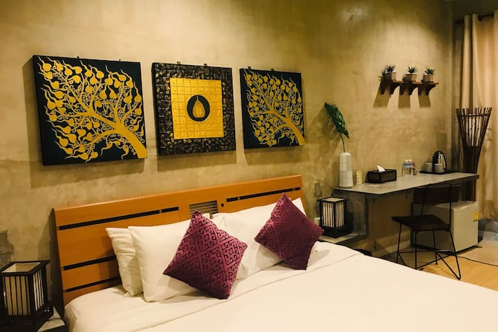 Rm 4: Comfy King Bed, Near Nite Bazaar & Old City