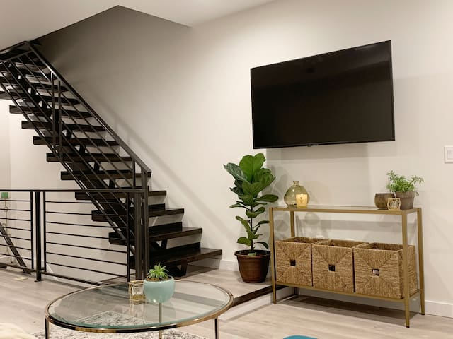 GORG Private Guest Suite in LUX Grays Ferry Home