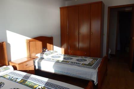 Habitación con 2 camas, vistas, desayuno y yoga. - Miño