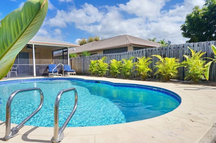 NP97TH#730, Single Family Home at Naples, with Pool View - North Naples - Outro