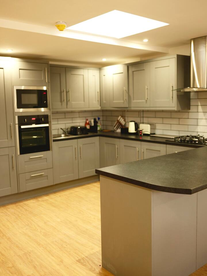 Two Bedroom Apartment in BRISTOL, 361A