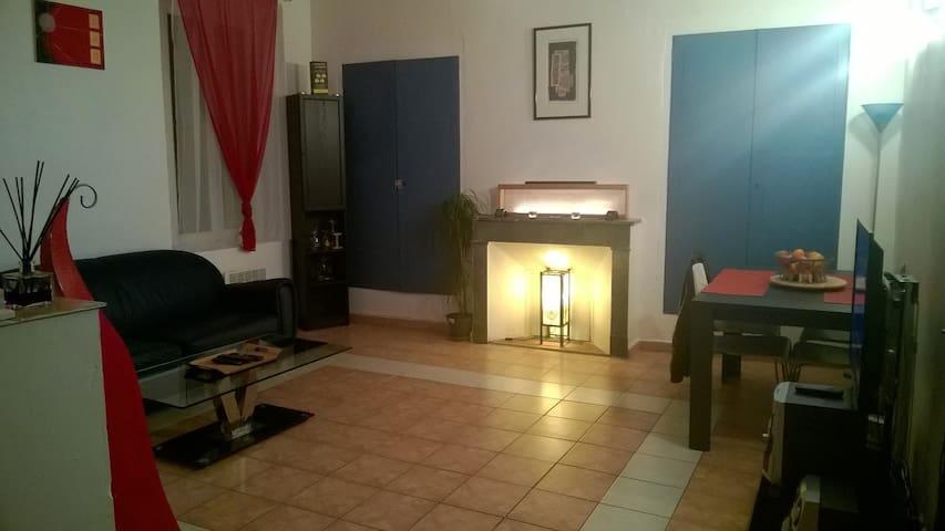 Chambre calme ds village provençal - Flayosc - Appartement