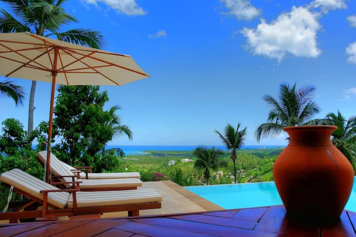 Infinity Jaco Villa ★ Bachelor Party ★ Pool Hut