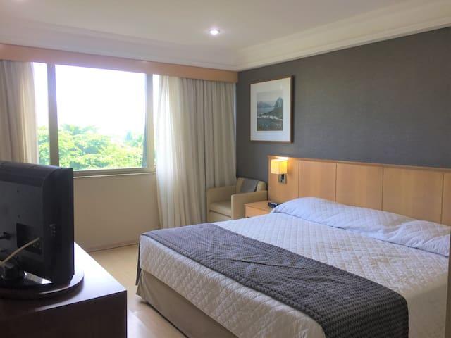 Suíte confortável cama King size, Barra da Tijuca