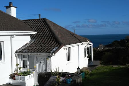 Share an uplifting seaside haven - Myrtleville - Hus