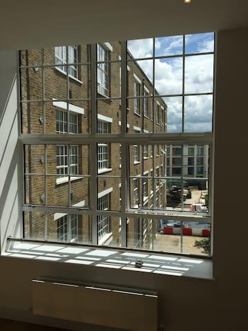 Modern Studio flat in Clapham road