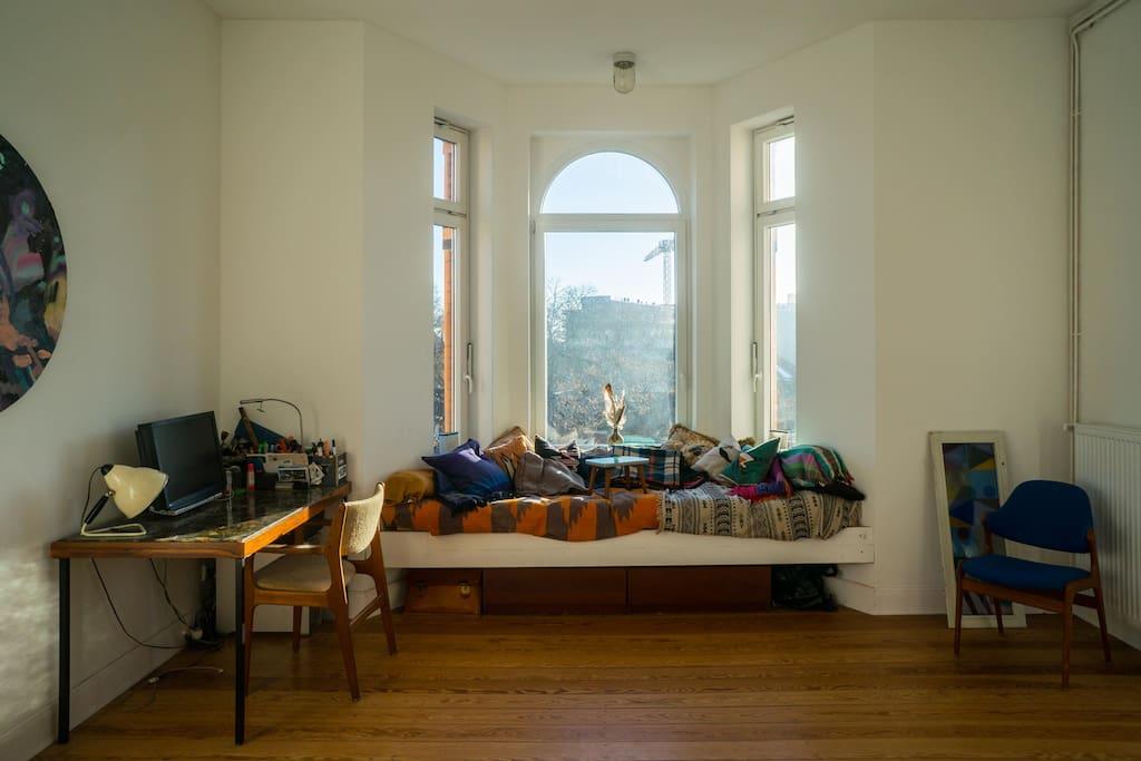 Wohn & Arbeitzzimmer / Schreibtisch /  Liegewiese