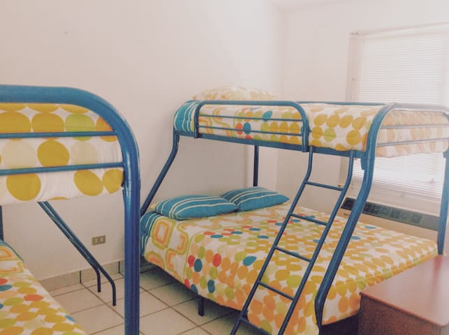 Awesome House in Likin With In-house Cook and Maid - Puerto Quetzal - House
