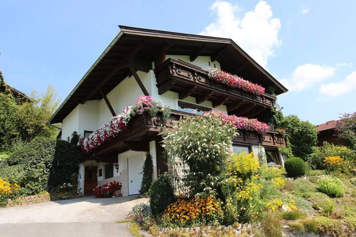 Boutique-Appartement in Tirol mit Balkon
