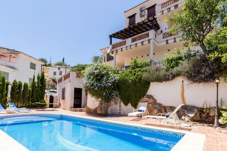 Fabulous villa with private pool and views