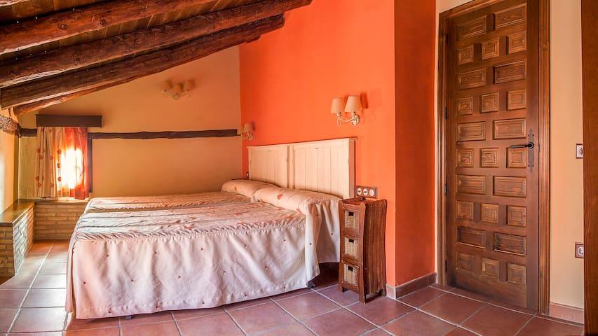 EL SOLANAR (Apartamentos Los Aljezares) en Gea - Gea de Albarracín - Wohnung