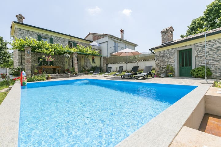 Charming House Maria with pool and garden