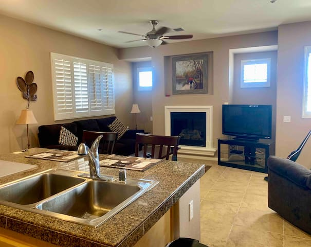 Gorgeous Townhome Perfect for your Desert Getaway!