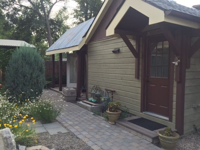 West End Casita with Italian Piazza-pet friendly