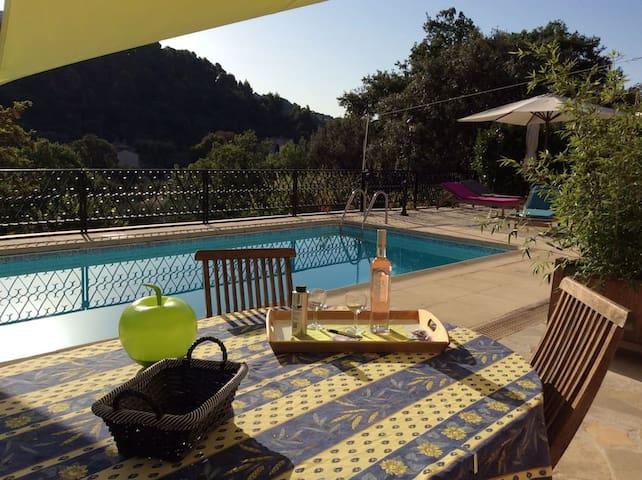 """Gîte """"Romarin"""" dans Villa à flanc de coteaux"""