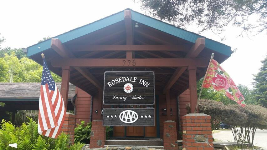 Rosedale Inn & Suites - King Suite