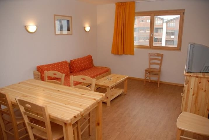 1 Bedroom apartment for 6 people 41m², situated on the piste and 150m from the resort centre.