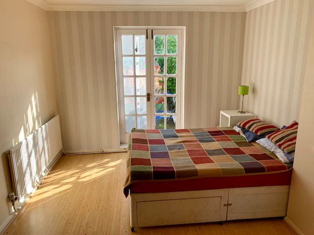 Bright,clean,spacious double room