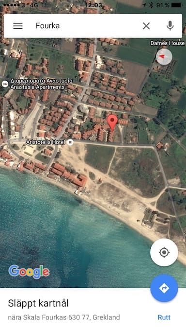 Location of house walking distance to super market, bakery, restaurants and beach