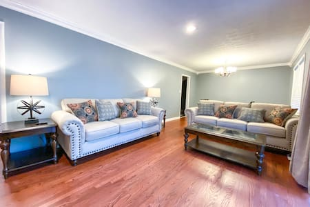 6Bdrm Retreat near Downtown Madison. Sleeps 12