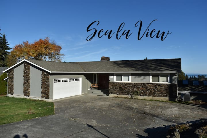 Newly Updated with Water Views, Sea la View!