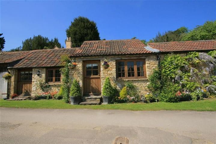 Stable Cottage, Castle Combe Stunning setting!! - Castle Combe - Bungalov