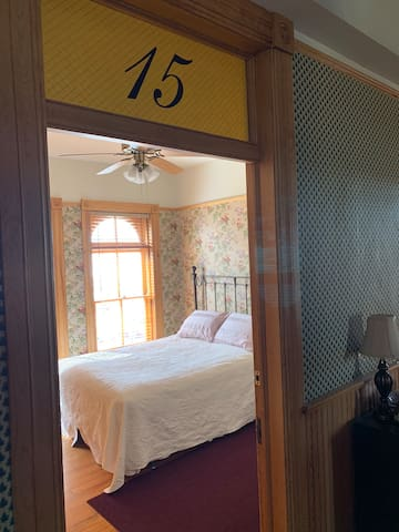 Room 15 Hotel St Nicholas