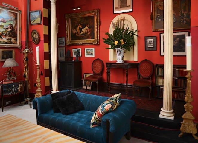 Master Bedroom with Large Sunny Balcony & Ensuite - Paddington - House