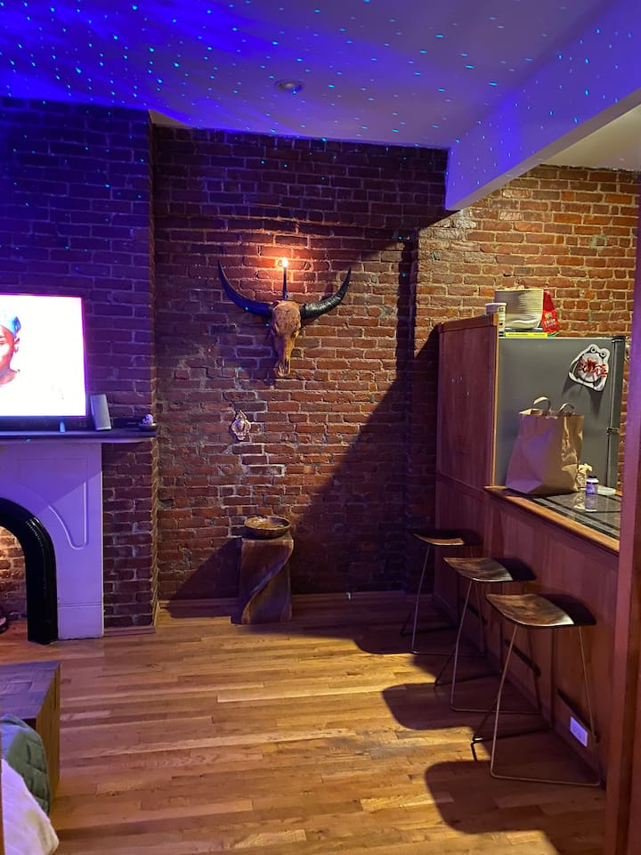 UES charming, spacious  first floor walk up
