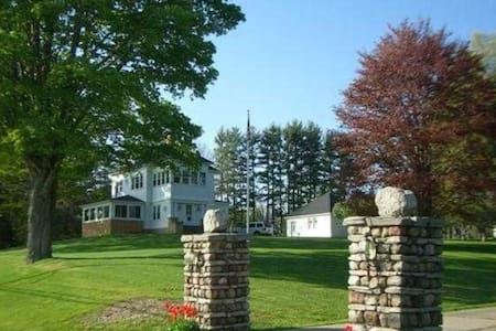 Beautiful historic home on Oneida Lake, 5 acres - 克利夫兰(Cleveland) - 独立屋