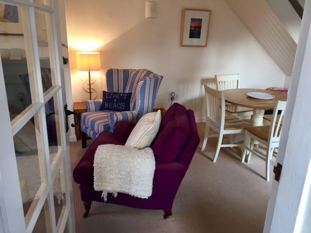 Cosy cottage in Brancaster Staithe. Dog friendly.