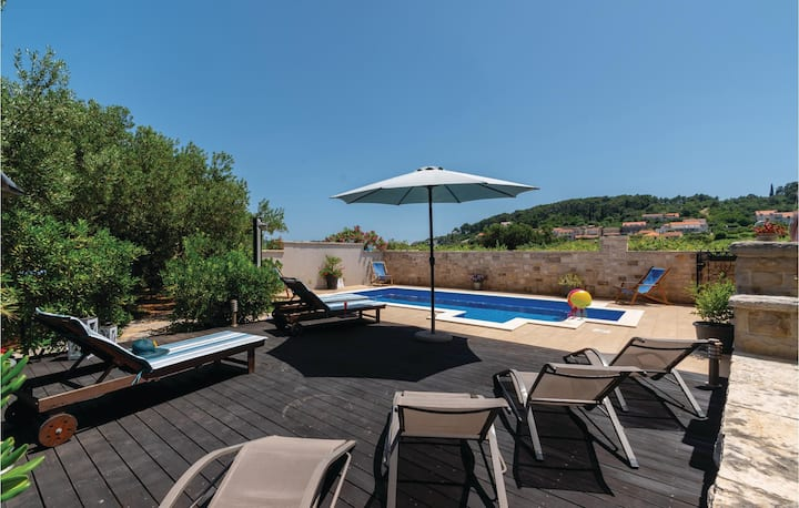 Amazing home in Lumbarda with WiFi and 6 Bedrooms