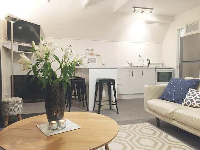Entire Guest Suite with Loft Bedroom in Arrowtown