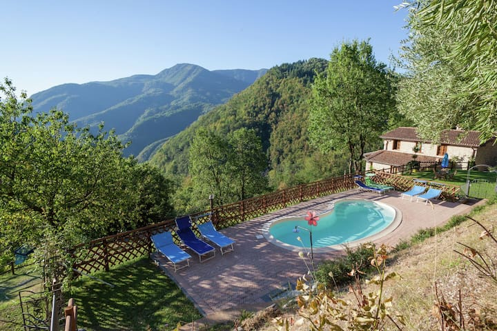 Tourist residence, located in Garfagnana, in the Apuane Alp park, near Lucca