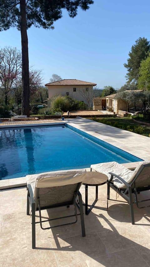 Superbe gîte- piscine chauffée près d'Aix en Pce