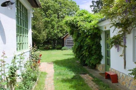 Dió-Lak Guesthouse
