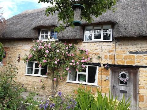 Lilac Cottage - Sleepy chocolate box village