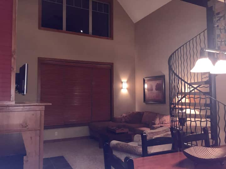 Penthouse Sunset Village View Unit 559