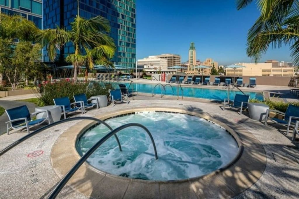Hot Jacuzzi Down Town L.A. View