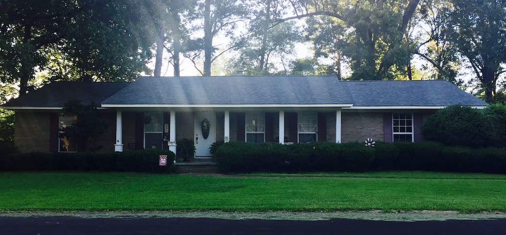 3 Bed Family Home 3 Miles from MSU