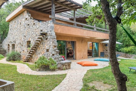 Private & Beautiful Villa 20 steps from the Sea