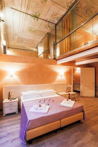 Uffizi luxury Violet 3 BDR 2 BTH - Floransa - Ev