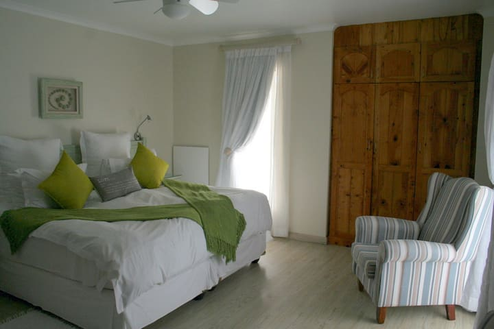 Baywatch Guest House - The Sea Urchin room - Paternoster - Apartamento