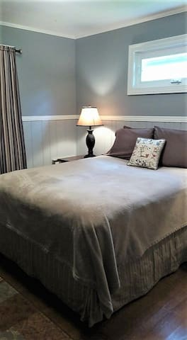 Orion Cottages - Private Room - Queen