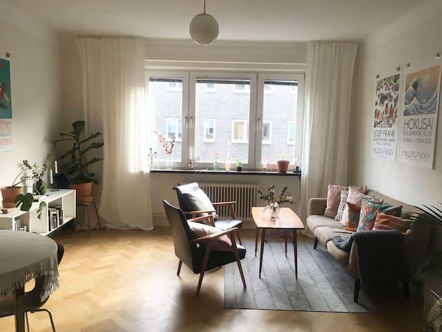 Cozy apartment in hip neighborhood